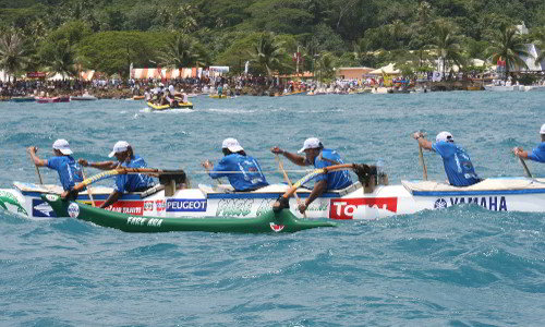 Inter island outrigger canoe races in Taha'a lagoon