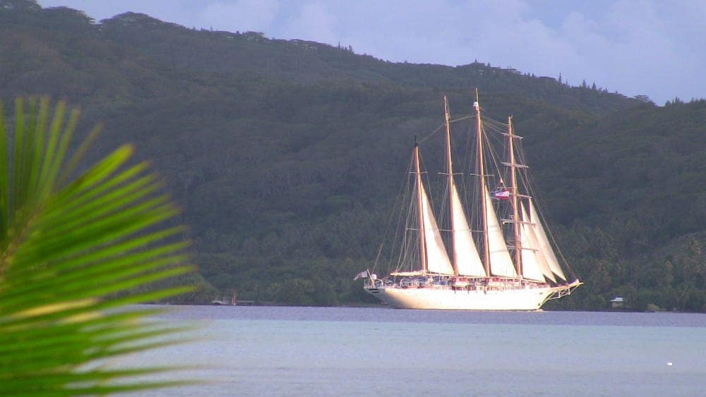 Sailing tours from Papeete in Tahiti around the various Society Islands